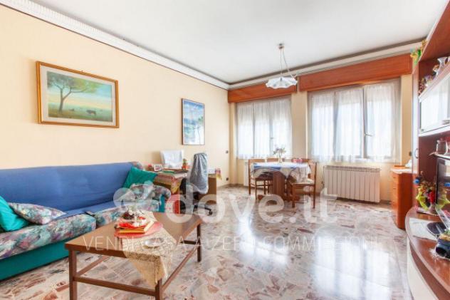 Villa di 200 m² con più di 5 locali e box