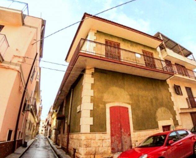 Sannicandro (Bari) Libera Centralissima Casa indipendente da ristrutturare