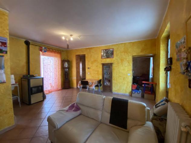 Casa indipendente di 120 m² con 5 locali e posto auto